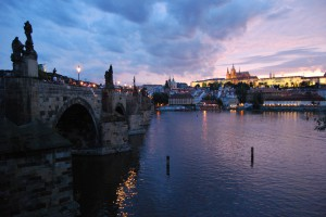 Karlsbruecke in Prag von Mo Costandi (flickr)